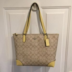 NWT Coach Signature Zip Tote F29208